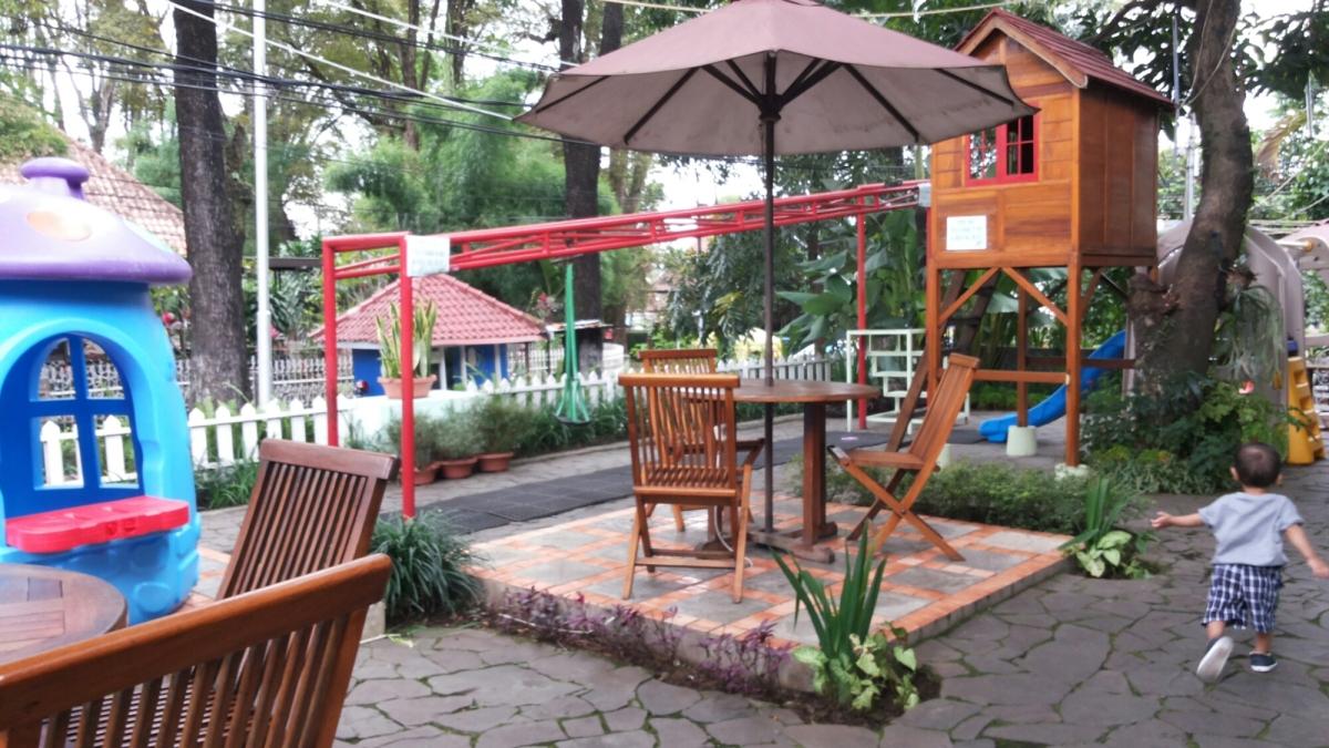 Tree House Cafe Bandung