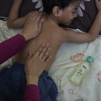 pijat bayi minyak telon huki