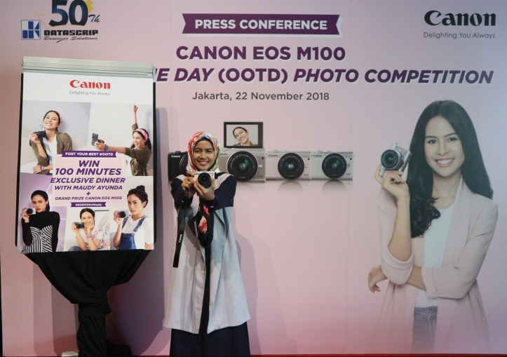 Press conference canon eos m100